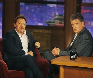 Craig Ferguson and Eddie Izzard impersonate each other, swap TV roles