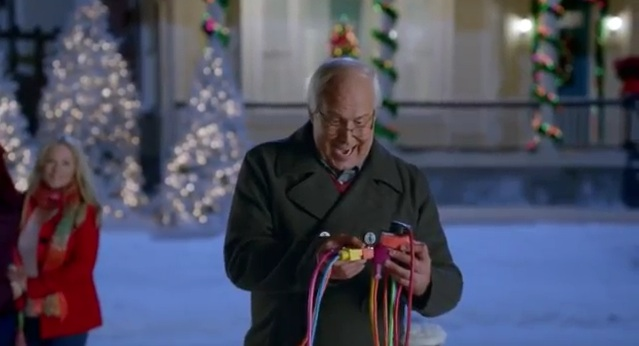 """Chevy Chase reprises Griswold's Christmas """"Vacation"""" for Old Navy"""