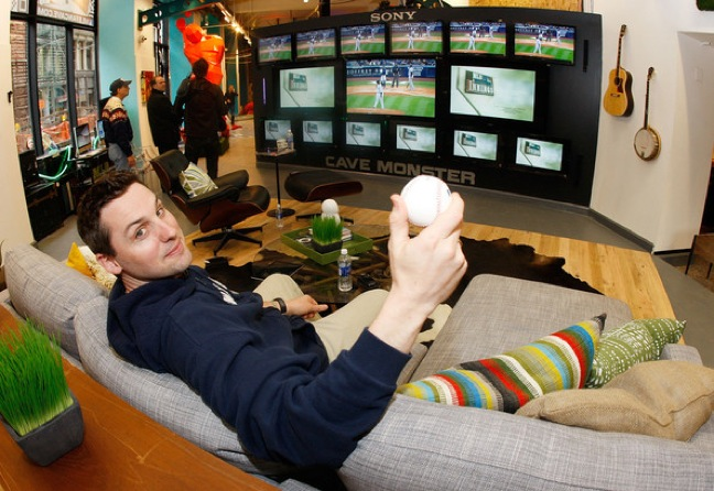 Comedians vie to join boys of summer as finalists for 2013 MLB Fan Cave