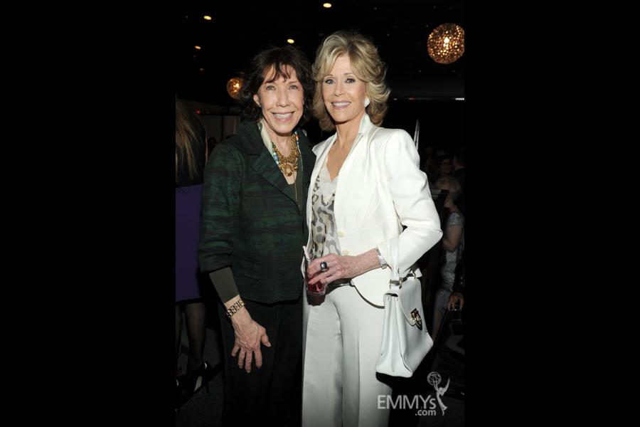 "Lily Tomlin and Jane Fonda to reunite, star in new Netflix sitcom, ""Grace and Frankie"""