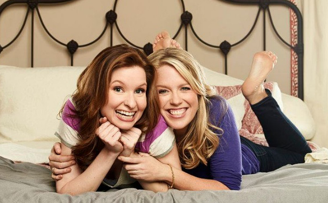 """The comedic chemistry of true BFFs: Best friends Jessica St. Clair and Lennon Parham star in USA's """"Playing House"""""""