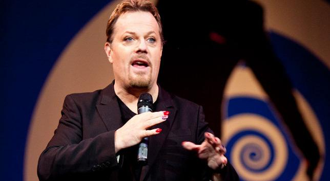 "Eddie Izzard's ""Force Majeure"" in German, English and French on Normandy this D-Day in 2014"