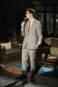 Mulaney-Ep104_show-ScStandUP_01293__140507011447-575x864