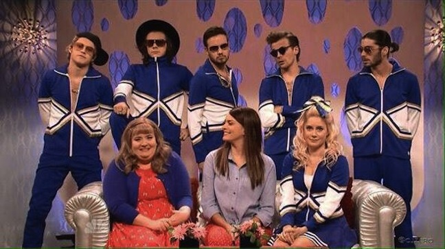 SNL #40.10 RECAP: Host Amy Adams, musical guest One Direction and Christmas cameos from Mike Myers, Kristen Wiig and Fred Armisen