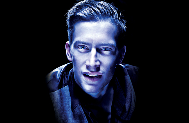 "Review: Daniel Sloss takes ""Dark"" to America"