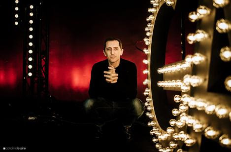 "Gad Elmaleh's ""Oh My Gad"" English tour graduates to American theaters in summer 2016"