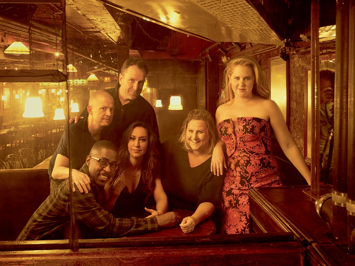 Amy Schumer and friends pose for Vogue; in career-swap, Vogue editor Anna Wintour does stand-up