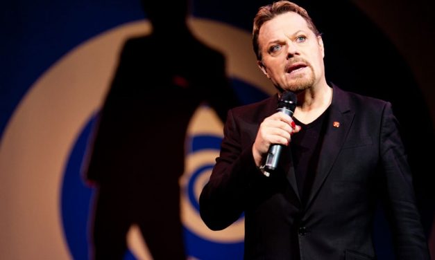 """""""Believe Me,"""" Eddie Izzard's June 2017 stand-up tour of America will include book readings, Q&As"""