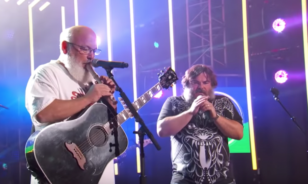 "Tenacious D perform ""Woman Time"" and ""Colors"" on Jimmy Kimmel Live"