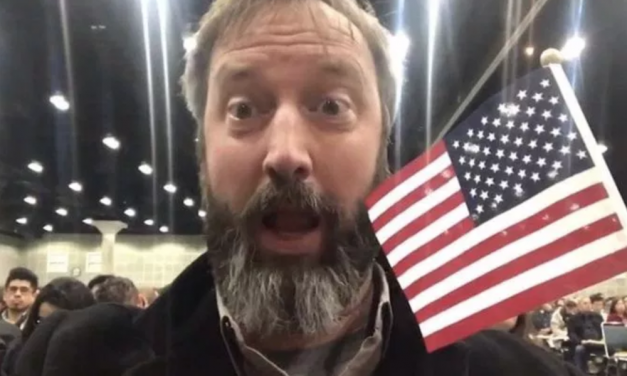 Tom Green now a U.S. citizen
