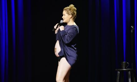 "Review: Amy Schumer, ""Growing"" on Netflix"
