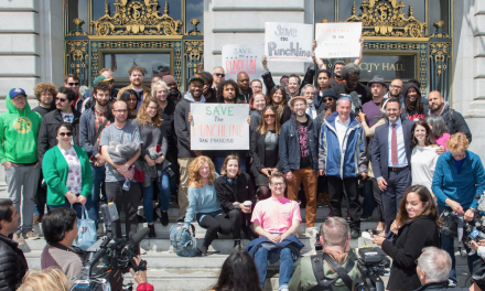 "Dave Chappelle joins San Francisco comedians for ""Save the Punch Line"" rally"